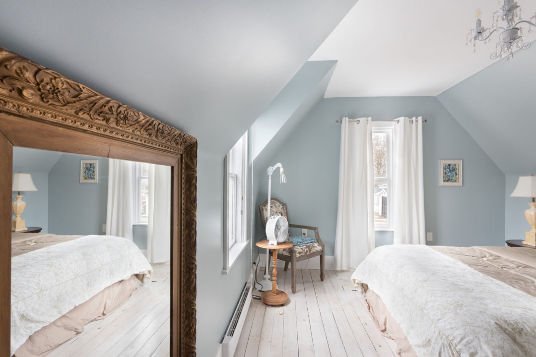 COVER_BEDROOM_FOUR_WIDE_44CRAPAUD_20190413_003